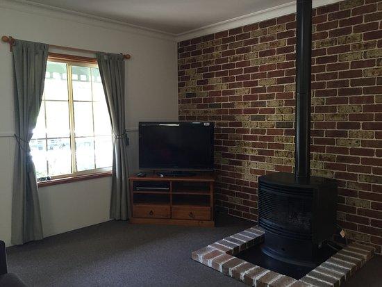 Blackheath, Australia: fireplace living room
