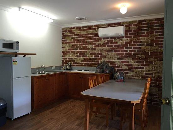 Blackheath, Australia: sufficient kitchenware