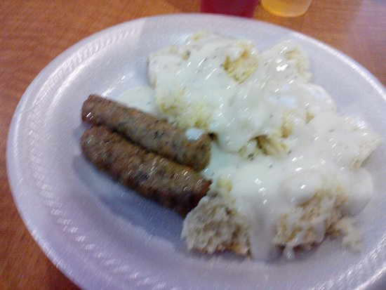 Lebanon, TN: Links and biscuits and gravy. Food was above average. Good selection.
