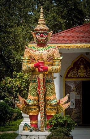 Kissimmee, FL: Statuary at Wat Dhammaram