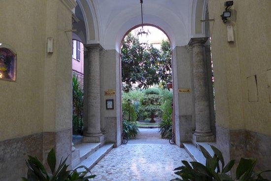 B&B Biancagiulia: Courtyard