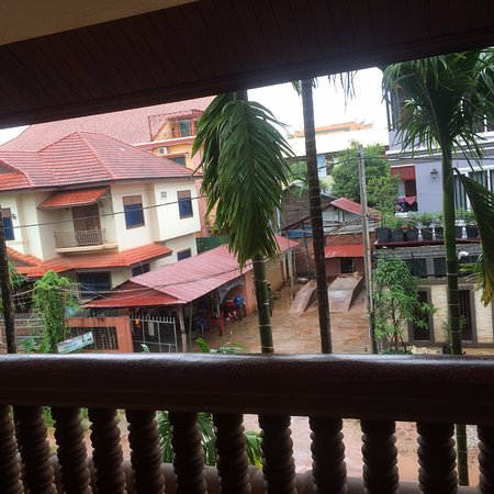 Shining Angkor Boutique Hotel: Overview from my 2nd storey room
