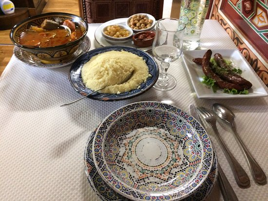 La Perle du Maroc - Champs-Sur-Marne: Couscous au top ! Ceci est la ration pour une seule personne dans le menu du midi ! Très bon et