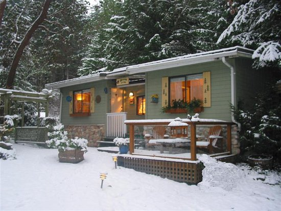 Sticks and Stones Country Cottage: Winter is a great time to get away from the city and relax with a good book in a cozy cottage.