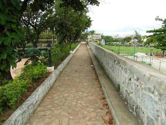 Fort San Pedro: auf der Mauer ringsherum - macht Spass