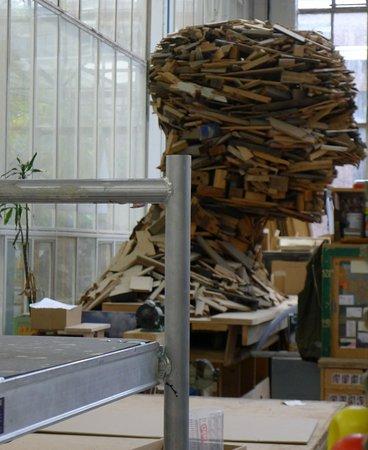 Ue Des Sculptures Têtes Monumentales Ici En Construction