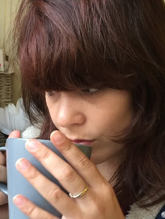 Carrie's Cakes: Thoughtfully drinking tea