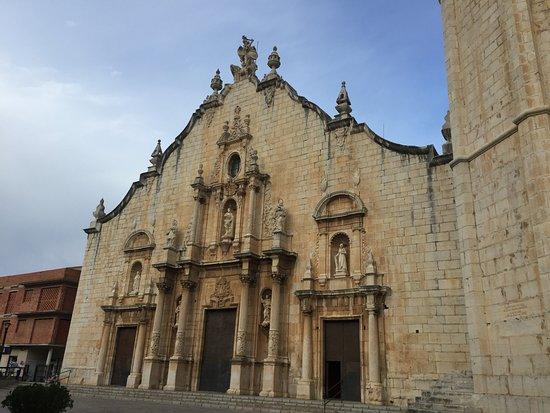 Alcala de Xivert, Испания: front of basilica
