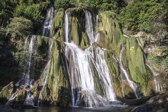 Belley, Fransa: La cascade en été