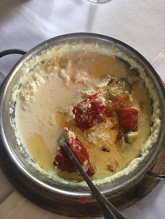 Juvenilja : piatto tipico con peperoni..