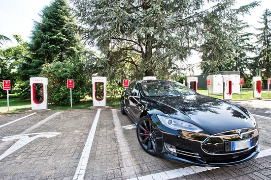 UNA Golf Hotel Cavaglià : Tesla Supercharger