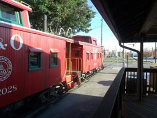 Connersville, IN: caboose cars