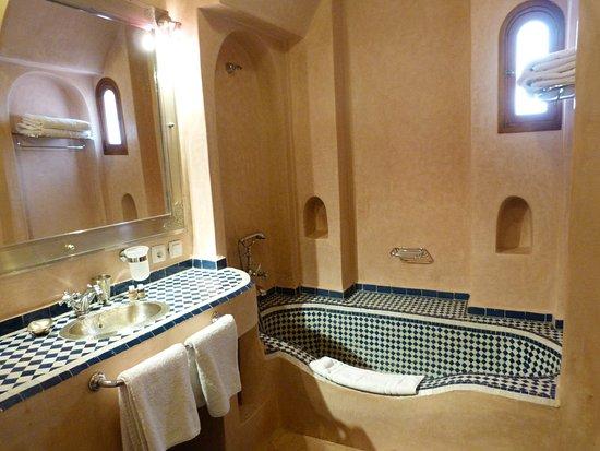 Riad Bouganvilliers: bathroom