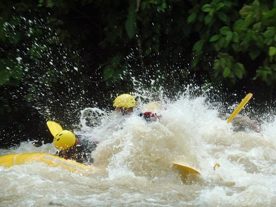 Dominical, คอสตาริกา: Level 2 and (maybe 3) rapids. Rainy season right now - higher water levels, less rapid
