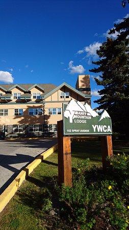 The YWCA Banff Hotel: ジャスパーからやっと戻ってきました。