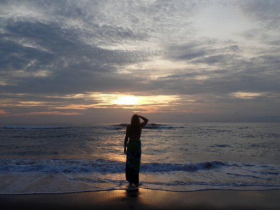 Medahan, Indonesien: watching the sun rise on the beach