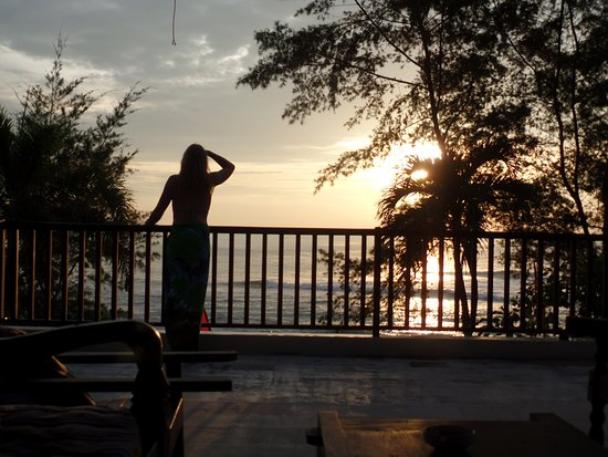 Medahan, Indonesien: continuing to watch the sun rise from the upstairs bale