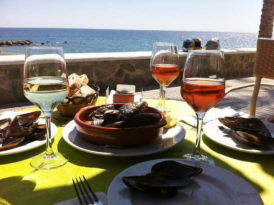 Castell de Ferro, España: Mussels for lunch at Mare Nostrum