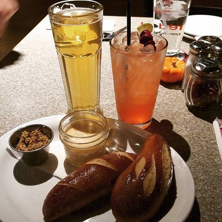 วอซอ, วิสคอนซิน: Pretzels with Mustard with Beer & Cranberry Margarita