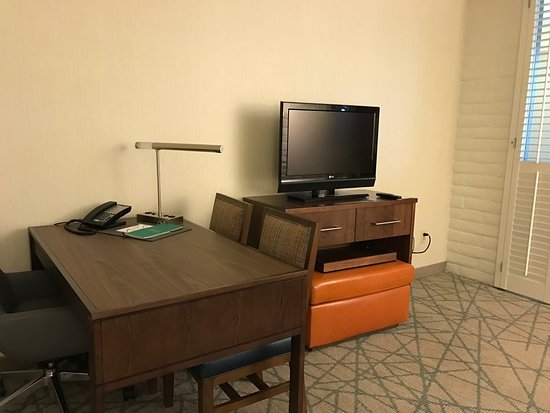 Embassy Suites by Hilton San Luis Obispo: Remodeled suite