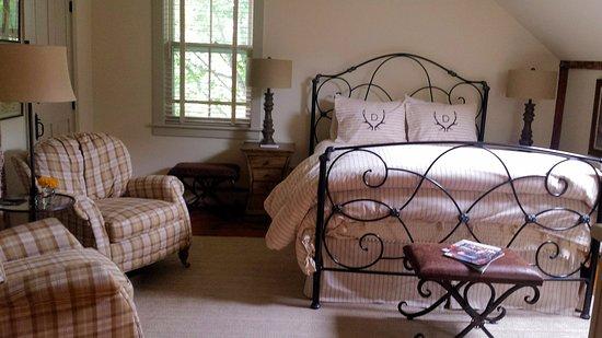 Deer Brook Inn: Charming rooms - all new everything. Nice renovation!