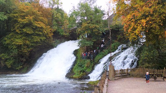 Stavelot, Belgique : Twee watervallen in Petit-Coo