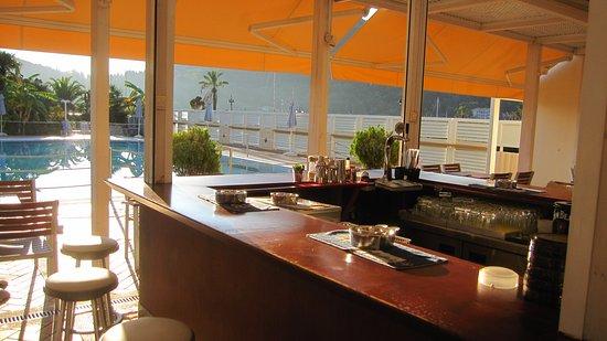 Athos Hotel: Terras waar je kunt eten.