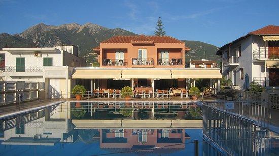 Athos Hotel: Zwembad hotel Atrhos