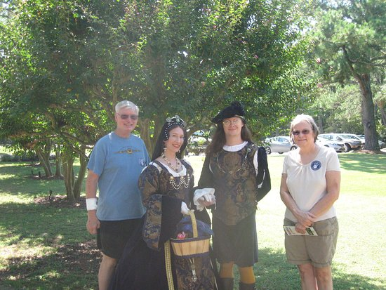 Manteo, NC: Never know who you will meet in time traveling! :)