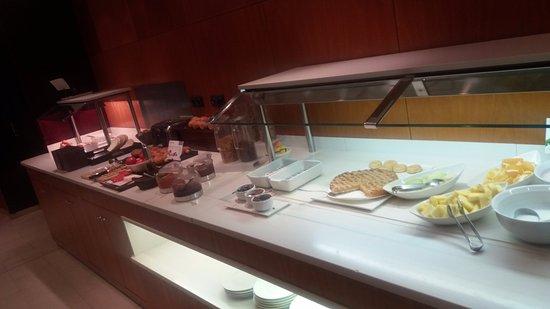 Hotel Catalonia Brussels: Desayuno muy completo