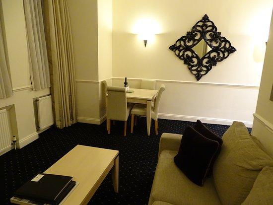 Collingham Serviced Apartments: Le salon et la salle à manger