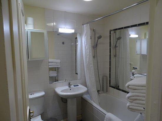 Collingham Serviced Apartments: La salle de bains