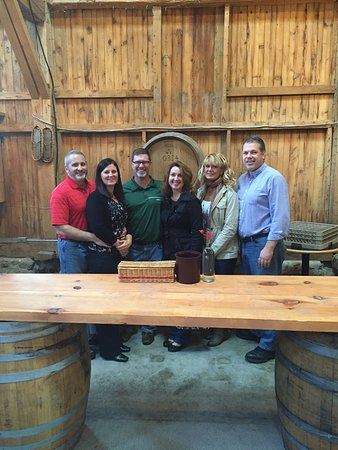 Fox Run Vineyards: Wonderful atmosphere and the tasting server knew so much about the wines!
