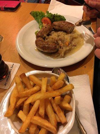 Gezellig restaurant. Echt Duits. Heerlijke schnitzel en ShweineAckse.