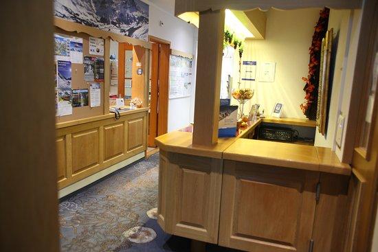 Bel Air Eden : reception counter