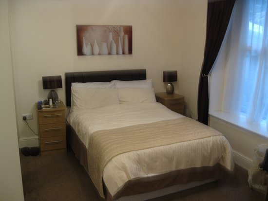 Glen Mona: Rear bedroom