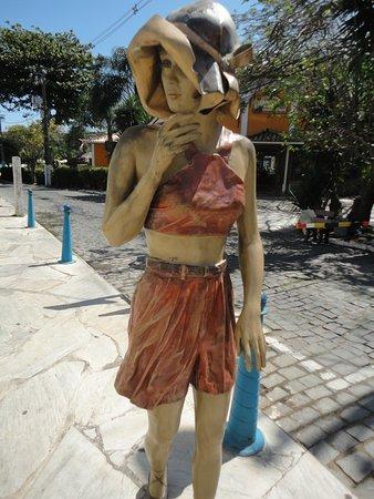 Estatua A Garota dos Ossos