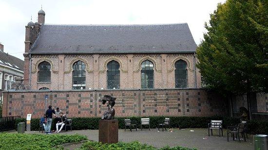 Helga Deen Garden & Tilburg Synagogue
