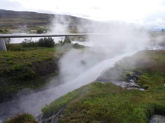 Reykholt, Island: Hot spring and pipes