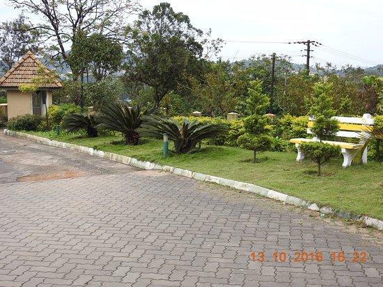 Hotel Mayura Valley View Madikeri: Within the campus
