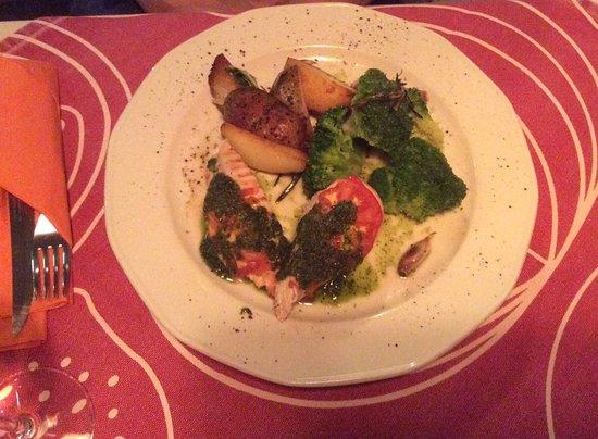 Huhn Mit Pesto Und Frischem Broccoli Bild Von Kuchnia I Wino