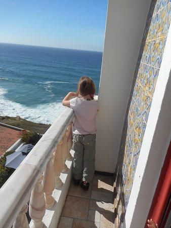 Azenhas do Mar, Portekiz: une des nombreuses vue mer de notre chambre