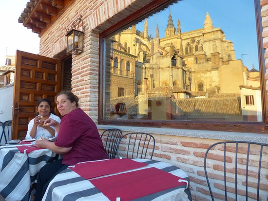 La Posada de Manolo: Our hosts on terrace with cathedral reflected in window