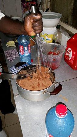 Accra Urban Adventures: Beeting the peanut paste