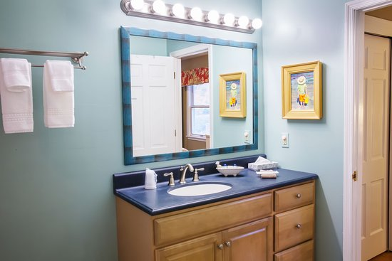 Oxford, MD: Town View Suite Bathroom