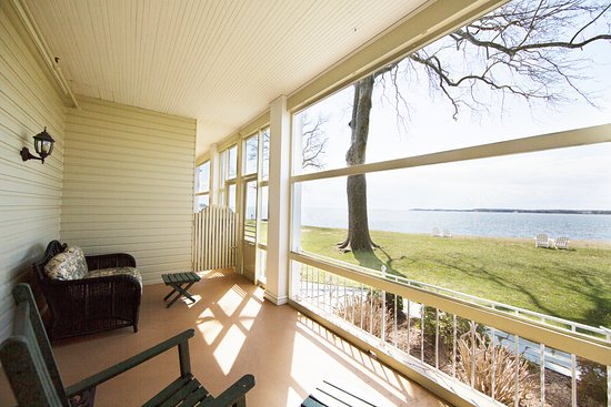 Sandaway Waterfront Lodging Suites and Beach: Waterfront Queen with private porch at Sandaway