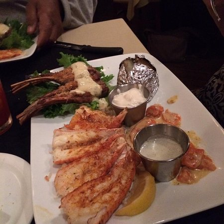 St Barbe, Kanada: Australian surf and turf - lamp chops and scampi