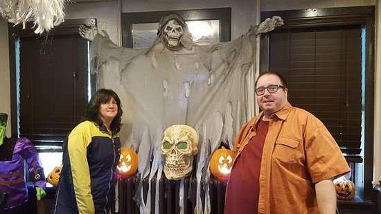 Newfoundland, Pennsylvanie : Ghostly decorations at the Hotel for Halloween!