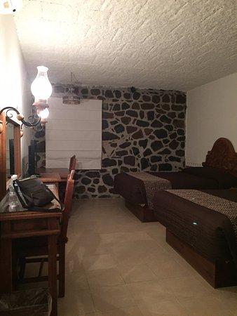 Posada de La Aldea: Bedroom with desk view