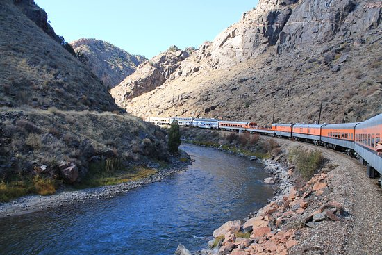 Royal Gorge Route Railroad: Traveling beside river